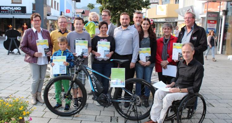 Die Wörgler Gewinner des Tiroler Fahrradwettbewerbes 2016 mit Vizebgm. Sportreferent Hubert Aufschnaiter und Umweltbeauftragtem Georg Griesser