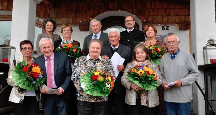 Sechs Jubelpaare feierten kürzlich ihren runden Hochzeitstag mit Bgm. Hedi Wechner und BH-Stv. Herbert Haberl. Nicht im Bild: Peter Morandell und Leonhard Madreiter