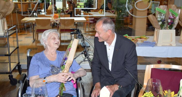 Geburtstagsfeier im Seniorenwohnheim