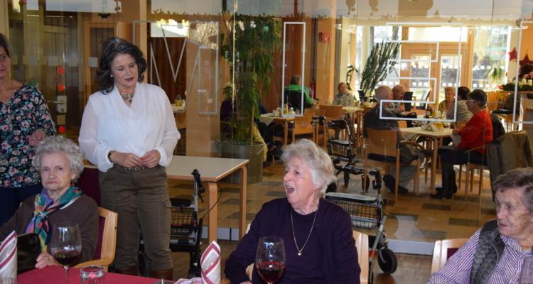 Große Geburtstagsfeier im Seniorenwohnheim
