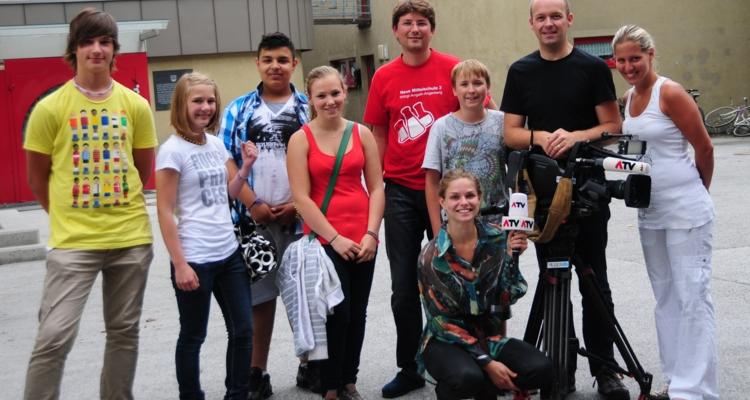 Schüler mit dem ATV Team