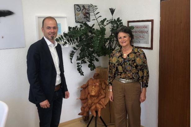 NR Josef Hechenberger bei BGM Hedi Wechner