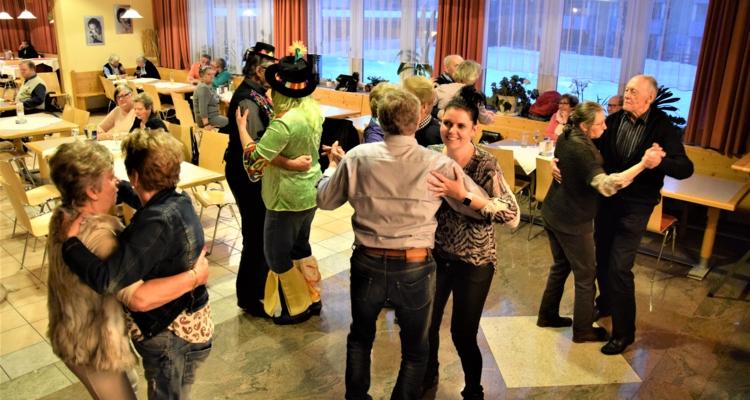 """Tanz- und Faschingsgaudi beim """"5-Uhr-Tee"""""""