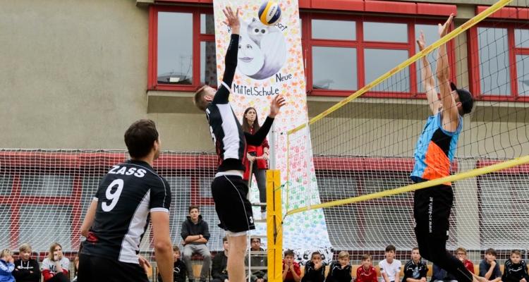 Wörgler Sportschüler mit Volleyballnationalspieler auf Tuchfühlung!