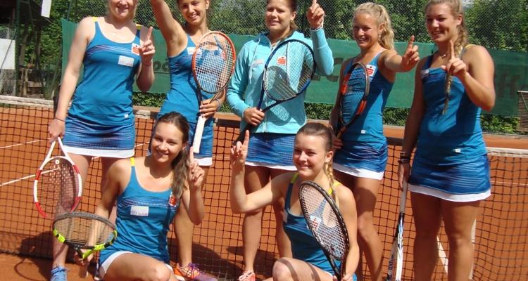 1 Liga nach oben geht es für die Wörgler Damen: hinten von links: Jana Schober, Ema Vasic, Caroline Nothnagel, Julia Thiem,  Natascha Vukovic; Vorne Christina Jukic (links) und Nadja Gruber